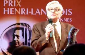 Roger Carel reçois le prix Henri-Langlois